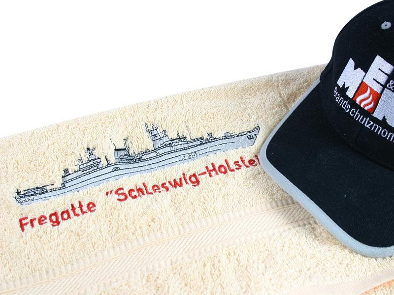 Direkteinstickung auf Cap und Handtuch